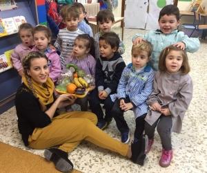 Los niños y niñas de 3 años con la seño Noelia